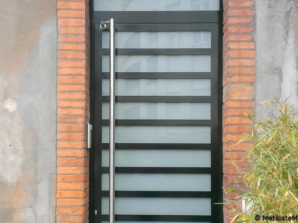 Porte d'entrée moderne.